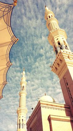 Beautiful sky over Mecca Mecca Wallpaper, Quran Wallpaper, Islamic Quotes Wallpaper, Al Masjid An Nabawi, Mecca Masjid, Muslim Images, Medina Mosque, Beautiful Mosques, Beautiful Sky