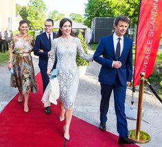 Crown Princess Mary of Denmark visiting the Designlounge on May 2017 in Stockholm, Sweden. Crown Princess Victoria of Sweden (L),. Crown Princess Mary, Crown Princess Victoria, Visit Sweden, Danish Royalty, Princesa Mary, Royal Beauty, Princess Victoria Of Sweden, Estilo Real, Bridesmaid Dresses