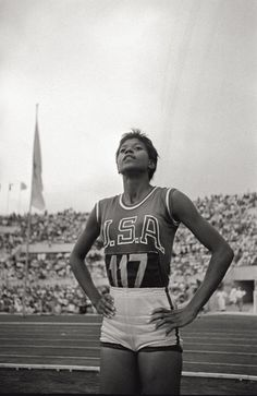75 Most Important Women of the Past 75 Years Inspiring Woman: Wilma Rudolph, Athlete Because in 1960 she was the first American woman to win three gold medals in a single Olympics. Wilma Rudolph, Iconic Women, Famous Women, Great Women, Amazing Women, Brave, A New York Minute, Historical Women, Historical Pictures