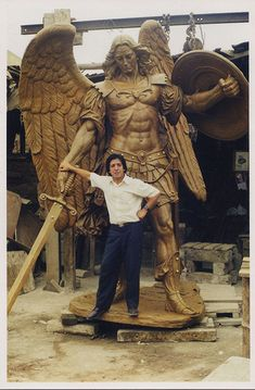 Even the demons tremble when Michael shows up. Art Sculpture, Modern Sculpture, Sculptures, St. Michael, Kunst Online, Angel Warrior, Ange Demon, Wood Carving Art, Saint Michel