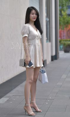 Women With Beautiful Legs, Beautiful Young Lady, Cute Asian Girls, Beautiful Asian Girls, Tall Women, Sexy Women, Asian Fashion, Girl Fashion, Girls In Mini Skirts