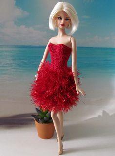 Crochet Doll Dress, Crochet Barbie Clothes, Knitted Dolls, Girl Doll Clothes, Girl Dolls, Dolls Dolls, Barbie Knitting Patterns, Barbie Clothes Patterns, Doll Dress Patterns