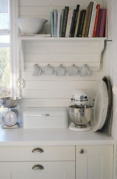 farm house style-love the hanging mugs