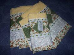 1 toalha de rosto e 2 de banho 100% algodao com aplicacao em patchwork, bordado ingles e passa fita em um belo compose 100,00 pagto no deposito bancario R$ 112,00
