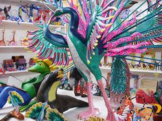 Varios Alebrijes en el Museo de las Artesanías, Huatulco, Oaxaca