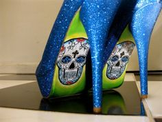 I'm attracted to anything with bright glitter.. and lately sugar skulls have been fascinating me..