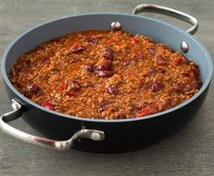 Chilli con carne jednoduše | Recepty Albert Spicy Recipes, Chili, Soup, Beef, Stuffed Peppers, Meat, Chilis, Soups, Ox