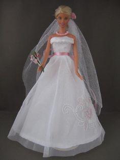 Pink Wedding. €6. Zelfgemaakte Barbie kleding te koop via Marktplaats bij de advertenties van Nala fashion. Homemade Barbie doll clothes (OOAK) for sale through Marktplaats.nl
