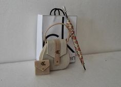 Cartera  y zapatos para casa de muñecas miniatura por DesignBA, $38.00