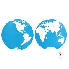 Lámina de control con el mapa del mundo con los nombres de los continentes en inglés. Este material de lametodología Montessori,es perfecto para que los niños aprendan los nombres de los diferentes continentes,así como la forma que tienen y la ubicación donde se encuentran. Ideal para usar junto con el puzle de madera del mundo, que se vende por separado. Edad recomendada: a partir de 3 años. Medidas:  Largo: 53,5 cm. Ancho: 41 cm.