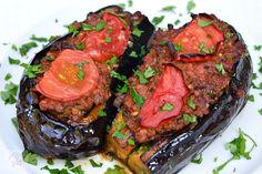 Vinete umplute cu carne (Karniyarik) - CAIETUL CU RETETE Romanian Food, Turkish Recipes, Meatloaf, My Recipes, Steak, Good Food, Beef, Cooking, Decor