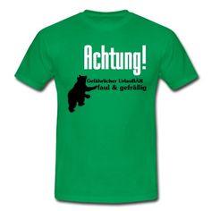 Achtung! Gefährlicher UrlauBÄR - Sehr witziges Motiv für alle Urlauber. Benehmen wir uns nicht alle ein wenig wie ein Bär im Urlaub? #urlauber #urlaubär #urlaub #ferien #reise #fun #bär #faul #gefräßig #spruch #sprüche #lustig #shirts #fun shirts #t-shirt #kleidung #geschenke