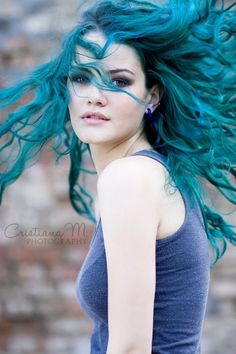 ℒᎧᏤᏋ ℒᎧᏤᏋ her long curly teal hair..so pretty!!!! ღ❤ღ