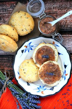 Low Carb, Paleo & gluten-free lavender biscuits with raw peach chia jam!