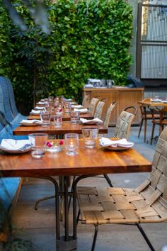 Hinoki and the Bird in Los Angeles Luxury Restaurants of the World Luxury Restaurant, Restaurant Concept, Outdoor Tables, Outdoor Decor, Best Places To Eat, Ultimate Travel, Travel Photographer, Vacation Destinations, Fine Dining