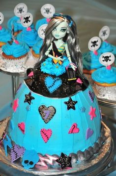 Monster high doll cake by Mariposa's Sweets