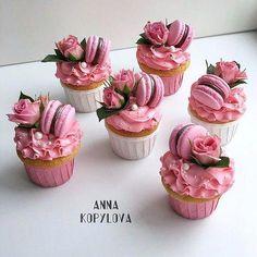 58 Ideas For Cupcakes Fondant Ideas Sweets Fancy Cupcakes, Flower Cupcakes, Birthday Cupcakes, Spring Cupcakes, Strawberry Cupcakes, Cupcake Recipes, Dessert Recipes, Buttercream Cupcakes, Cupcake Fondant