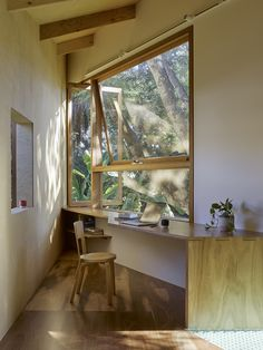 Image 3 of 18 from gallery of Taringa Treehouse / Phorm architecture + design. Photograph by Christopher Frederick Jones Office Interior Design, Interior And Exterior, Small Workspace, Tree House Designs, Best Flooring, Interior Architecture, Architecture Awards, Living Spaces, Brisbane Australia