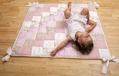 Rosa Baby Krabbeldecke / Patchworkdecke von Atelier Maria Eschweiler auf DaWanda.com