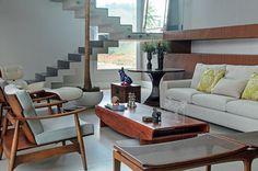 A vida social intensa das moradoras determinou o projeto desta residência de estilo contemporâneo no interior paulista. Projeto Márcio Baldasso.
