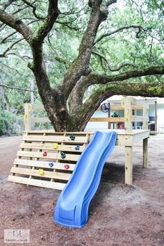 kinderspielplatz garten This is a simple tutorial on how to create your own DIY platform tree house with a climbing rock wall and a slide. This tree house is great for any age. Kids Outdoor Play, Kids Play Area, Backyard For Kids, Outdoor Fun, Outdoor Play Areas, Backyard Play Areas, Play Area Outside, Outdoor Decor, Kids Yard
