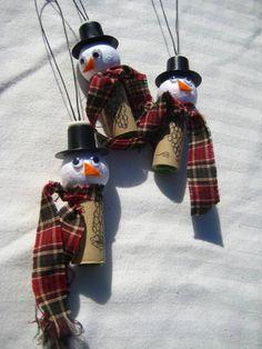 aus gebrauchte Korken Schneemännchen basteln-Recycling Ideen zu Weihnachten