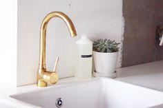 køkken-messing-armatur-hay-beton-skjuler-og-sukkulent-dymo-diy Les Nails, Messing, Bathroom Inspo, Sink, Nail Art, Brass, Townhouse, Inspiration, Kitchens