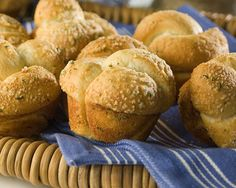 Parmesan Cheese Knots Knot your ordinary dinner roll, Parmesan Cheese Knots are deliciously different! #rhodesbread