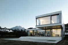 Villa M / Niklaus Graber + Christoph Steiger Architekten. Retractable awnings/sunshades.