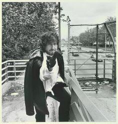 Bob Dylan reaching forward