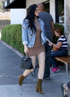 Kylie Jenner Mini Dress - Kylie Jenner paraded her flawless pins in a tan mini dress by Enza Costa while out grabbing lunch. Mode Kylie Jenner, Trajes Kylie Jenner, Kylie Jenner Photos, Kendall Jenner Outfits, Kendall And Kylie Jenner, Kylie Jenner Instagram, Casual Outfits, Cute Outfits, Fashion Outfits