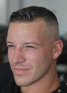 Fetish hairdresser - New Popular Pins Military Fade Haircut, Military Haircuts Men, Short Fade Haircut, High And Tight Haircut, Flat Top Haircut, Military Men, Military Hairstyles, Short Undercut, Undercut Men