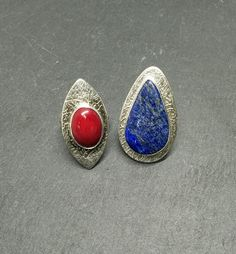 I made this rings using Art Clay Silver 999 and silver The stones are coral and lapis lazuli. Lapis Lazuli, Jewelry Art, Class Ring, Gemstone Rings, Coral, Silver Rings, Jewelry Making, Pure Products, Handmade