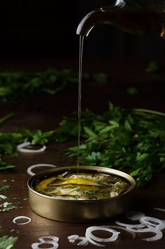 Boquerones en vinagre by Raquel Carmona Romero on Food Photography Styling, Food Styling, Key Food, Cold Appetizers, Tomato And Cheese, Quick Snacks, Learn To Cook, Eat Right, Food Pictures