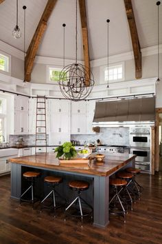 gorgeous farmhouse style home on Big Cedar Lake Clever and elegant. One can easily reach the upper cabinets in a jiffy.Clever and elegant. One can easily reach the upper cabinets in a jiffy. Home Decor Kitchen, New Kitchen, Kitchen Interior, Home Interior Design, Modern Interior, Design Kitchen, Awesome Kitchen, 1950s Kitchen, Dream House Interior