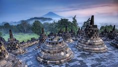 Candi Borobudur. Keindahan dan nilai sejarahnya mampu memikat turis lokal maupun asing. #PINdonesia