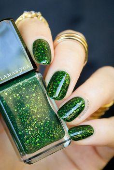 Beautiful green nails - Illamasqua Destiny. Click through for review & more swatches: http://sonailicious.com . #green #glitter #nails