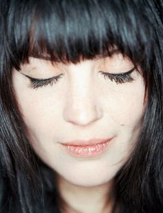Alison Mosshart - perfect bangs, perfect cat eye, perfect style