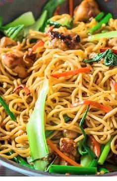 An easy Chicken Chow Mein recipe loaded with five spice marinated chicken and vegetables. Fodmap Recipes, Gluten Free Recipes, Beef Recipes, Healthy Recipes, Healthy Food, Ramen Recipes, Healthy Meals, Easy Recipes, Chicken Recipes