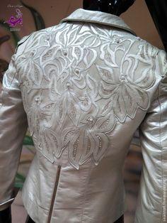 """Купить Вышивка-аппликация на кожаной куртке кожей, нитями, жемчугом """"Орхидеи"""" - белый, декорирование…"""