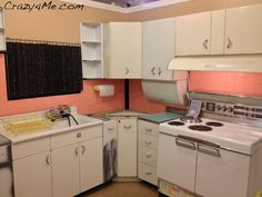 I would love to get ahold of this kitchen and go to town making it pretty again!