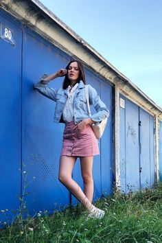 autumn | summer outfit | autumn outfit | spring outfit | autumn fashion | womensoutfit | casual outfit | women autumn outfit | blue dress | madeira dress | denim jacket | grey handbag | black handbag | white sneakers | outfit inspo #ootd #factcooloutfit