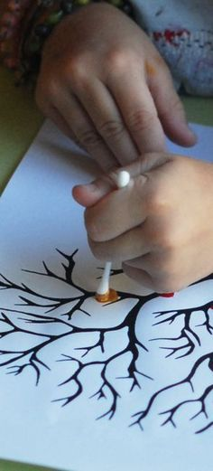 A small creative activity that children enjoy, paint in small p . Summer Crafts, Fall Crafts, Diy And Crafts, Arts And Crafts, Creative Activities, Craft Activities, Fall Art Projects, Projects To Try, Diy For Kids