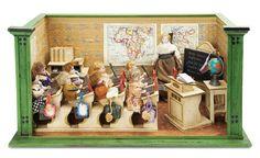 De Kleine Wereld Museum of Lier: 302 Small German Wooden School Room with Eight Students