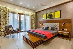Madhuvan Bungalow Design by 3 Square Design Bedroom False Ceiling Design, Master Bedroom Interior, Bedroom Closet Design, Bedroom Furniture Design, Small Room Bedroom, Indian Bedroom Design, Indian Bedroom Decor, Modern Bedroom Design, Home Decor Bedroom