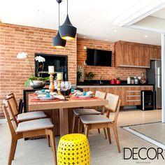 Apartamento de 160 m2 assinado pelo escritório Martins Valente Arquitetura & Interiores retrata no décor o estilo de vida de um casal jovem, garantindo aos ambientes praticidade e atmosfera clean.
