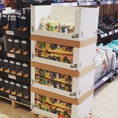 VENDO Jumbo Pufuleti 255g  Erhältlich bei LIDL 🇦🇹 Mit Sonnenblumenöl 🌻🌻🌻 #vendosnacks #lidl #österreich #snacks #palmoilfree Lidl, Magazine Rack, Snacks, Cabinet, Storage, Furniture, Instagram, Home Decor, Clothes Stand