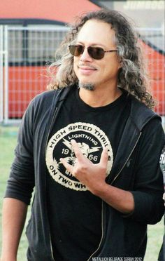Kirk Hammett - Still looking good and a great smile! (From Rob Llewellyn's FB)