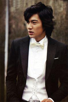 Lee Min Ho doesn't think he can ever do his 'Boys Over Flowers' hair again Lee Min Ho Boys Over Flowers, Boys Before Flowers, Jung So Min, Asian Actors, Korean Actors, Hot Men, Sexy Men, Korean Celebrities, Celebs