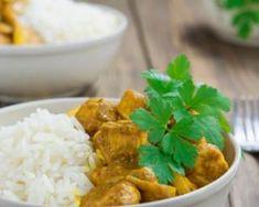 Dinde au curry et crème fraîche allégée au Wok : http://www.fourchette-et-bikini.fr/recettes/recettes-minceur/dinde-au-curry-et-creme-fraiche-allegee-au-wok.html